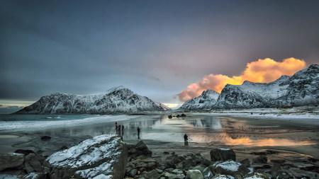 冰冻的山和湖泊风景高端桌面4K+高清壁纸图片