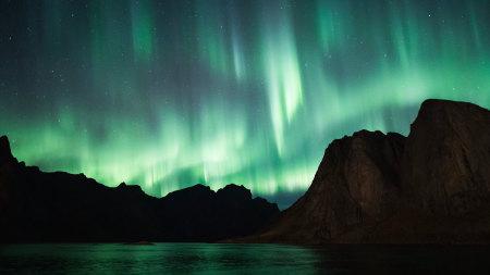 夜晚绿色北极光高端桌面4K+高清壁纸图片