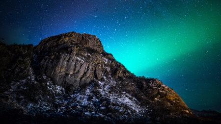 山后的北极光高端桌面4K+高清壁纸图片