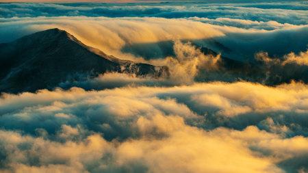 山顶的云海高端桌面4K+高清壁纸图片