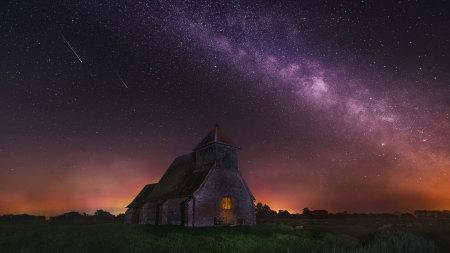 夜晚的老房子和星空高端桌面4K+高清壁纸图片