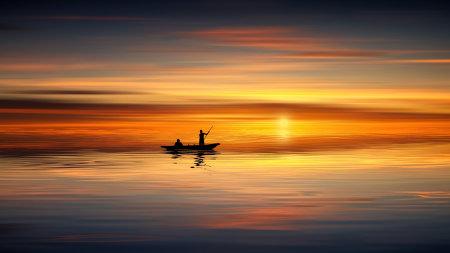 日落中的湖泊风景高端桌面4K+高清壁纸图片