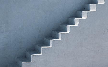 白色楼梯高端桌面4K+高清壁纸图片