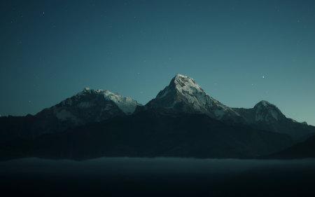 夜晚的山和星空高端桌面4K+高清壁纸图片