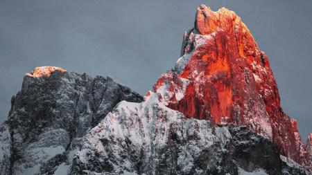 夕阳映红的雪山之巅高端桌面4K+高清壁纸图片